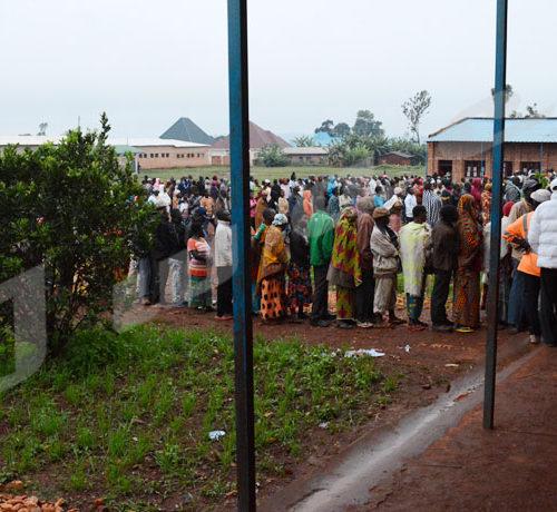 Ngozi centre: plus de 400 votant forment des files au centre de vote de l'Ecofo Ngozi II