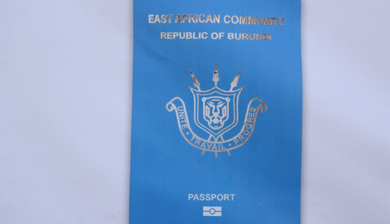 Le Burundi inaugure le passeport de l'EAC
