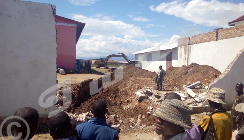 Face aux inondations, le gouvernement double d'efforts