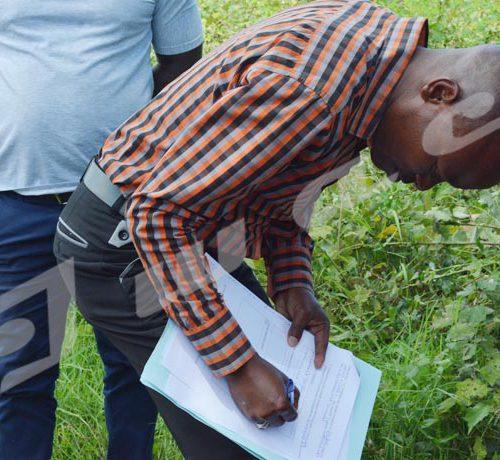 Lundi, 28 mai 208 - La Commission  nationale des terres et autres bien a restitué un terrain de 3 ha à la succession Issa Gahinga. La partie lésée  va porter plainte. Un témoin de présent signe