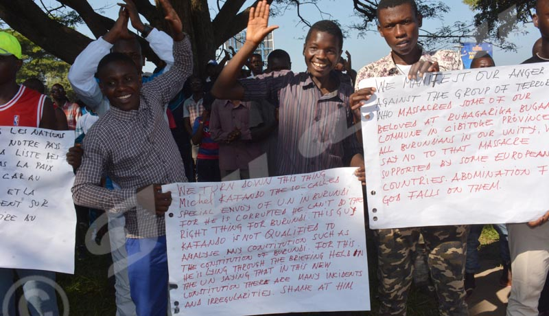 Samedi, 2 juin 2018 - Manifestation contre le récent carnage de Ruhagarika, l'envoyé spécial des Nations-Uns au Burundi et contre la position de la France par rapport au référendum.