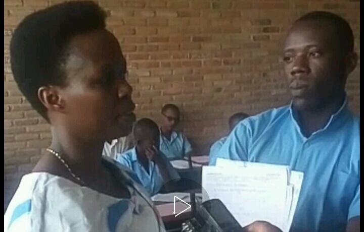 Ex-Etat: Déguisé en élève, un directeur d'école se fait arrêter