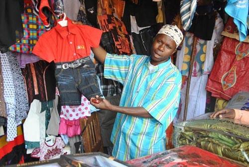 Au marché de Muyinga, les commerçants se désolent de la rareté des devises ©Iwacu