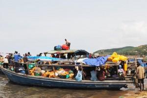 Boat plein de marchandises au port de Rumonge ©Iwacu