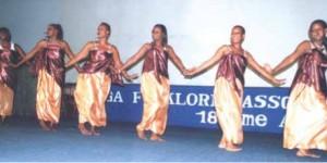 Les danseuses du Club aux oiseaux sur scène ©Iwacu