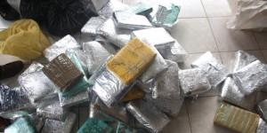 Des drogues de différentes sortes (cocaïne, chanvre,...) saisies le 1mai 2013 par le service national des renseignements ©Iwacu
