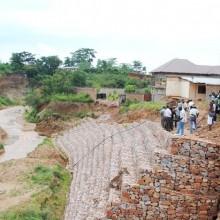 Grâce au curage normé, les berges de la rivière Ntahangwa vont être stabilisées ©Iwacu
