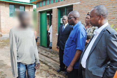 Hyppolite Manirakiza, directeur du CNPK avec les membres de la CNIDH lors de la visite ce 10 décembre ©Iwacu