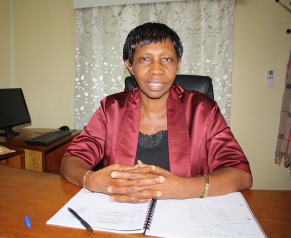 Rose Katariho, directeur administratif et financier: «Nous avons fait respecter le règlement avec rigueur.» ©Iwacu