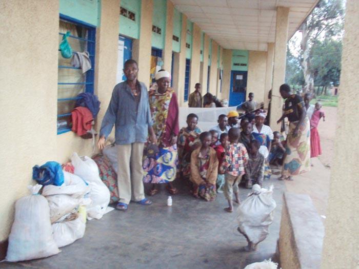 Ils rapatriés qui croupissent devant les bureaux communaux ©Iwacu