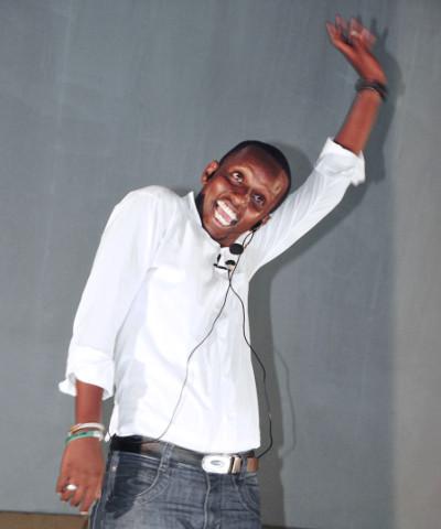 Kigingi, lors de son spectacle au Centre Islamique de Bujumbura ©Papy J.