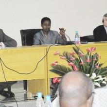 La Directrice Générale de la Géologie et des Mines (au centre) en compagnie de l'ambassadeur allemand et de M. Chamot ©Iwacu