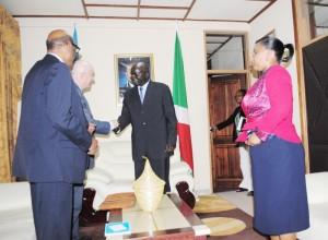 Le 2ème vice-président de la République accueillit Périn L.Saint Ange, directeur régional (Afrique de l'est et australe) du Fida ©Iwacu