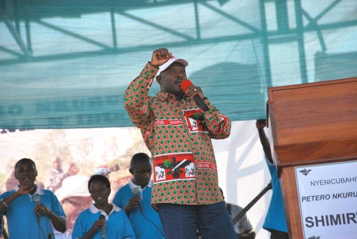 Le Chef de l'Etat en tenue de son parti, lors de la campagne électorale de 2010 ©Iwacu