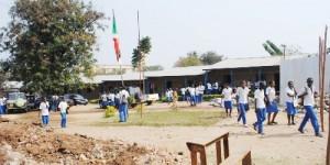 Les élèves du Lycée Municipal de Rohero pendant la récréation ©Iwacu