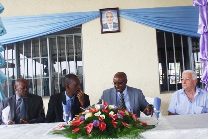 De gauche à droite: Col Léonidas Nijimbere, Gnl Fabien Nzisabira, Dr Pierre Binagana et Michel Lagos. En haut: photo de Jean Pagidas