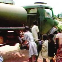 Un camion militaire qui vient au secours des deplacés_Une