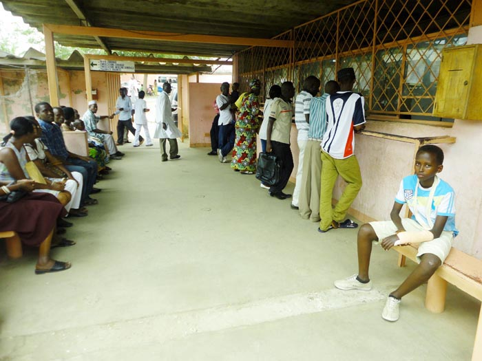 Patients waiting for paying at Roi Khaled hospital counters ©Iwacu