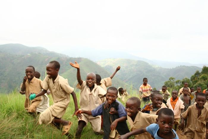 Burundian Children playing  ©Iwacu