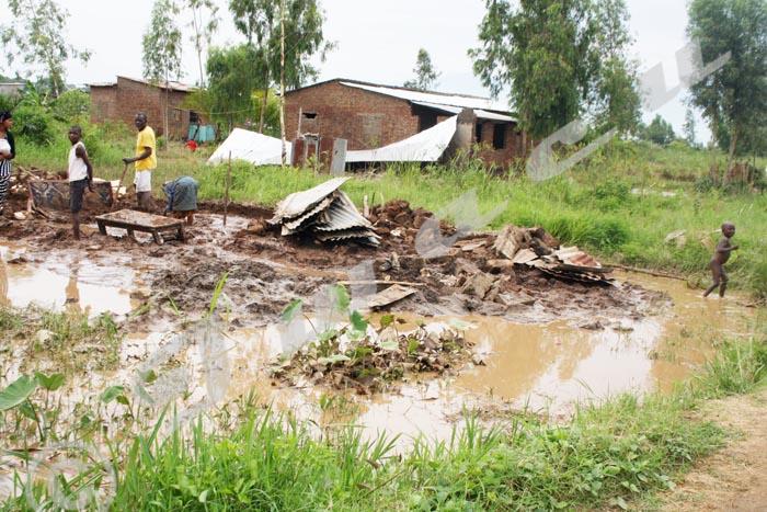 Des maisons effondrées à Buterere