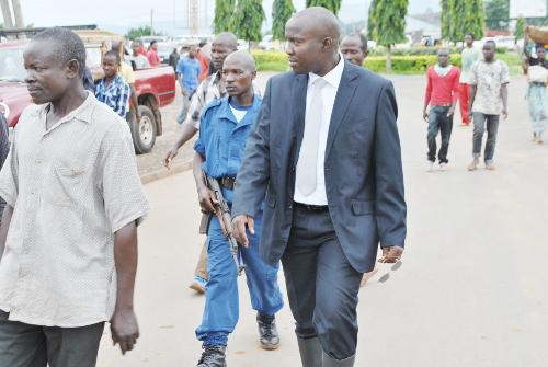 Saidi Juma, maire de la ville de Bujumbura s'est vite dépêché pour constater les dégâts ©CSU/Iwacu