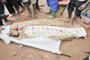 Un des cadavres d'une jeune fille trouvé dans les buissons le long de RN1©CSU/Iwacu