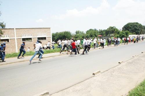 Upronistes dispersés par la police ©Iwacu