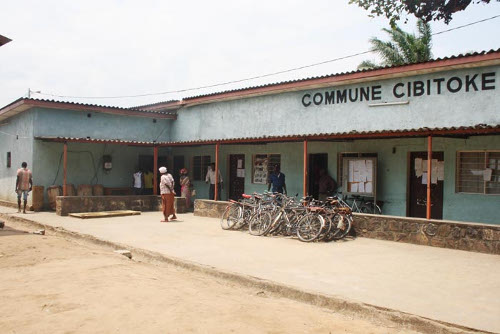 La commune de Cibitoke (à gauche : l'annexe servant de cachot) ©Iwacu