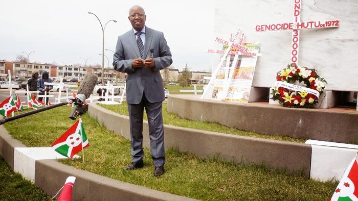 Le Dr Amédée Nkeshimana  au mémorial du génocide arménien à Montréal,  le seul endroit sur la terre où est mentionné  le génocide des Hutu au Burundi ©Iwacu