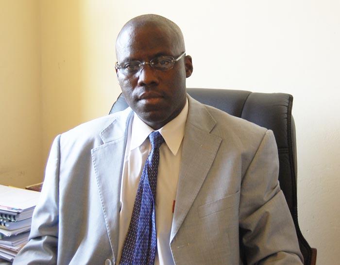 Melchior Simbaruhije porte parole de la 2ème vice-présidence pendant la conférence de presse ©Iwacu