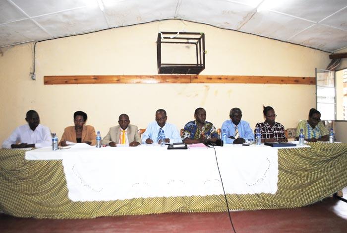 Les représentants du collectif contre la vie chère animant la conférence de presse ©Iwacu