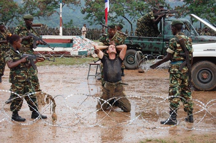 Cet instructeur forme les militaires burundais des contingents des missions de maintien de la paix ©Iwacu