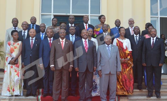 Mardi, 25 août 2015 - Photo de Famille des membres du nouveau gouvernement après prestation de serment ©D.N/Iwacu