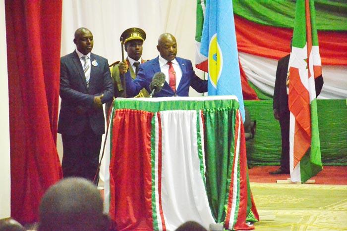 """""""Le quid pro quo serait le suivant. Le président Nkurunziza reste au pouvoir jusqu'à la fin de son mandat actuel. Il ne sera pas candidat en 2020.» F. Reyntjens"""