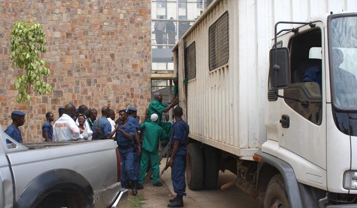 """LE """"Sura mbaya"""", le camion utilisé dans le déplacement des prisonniers"""