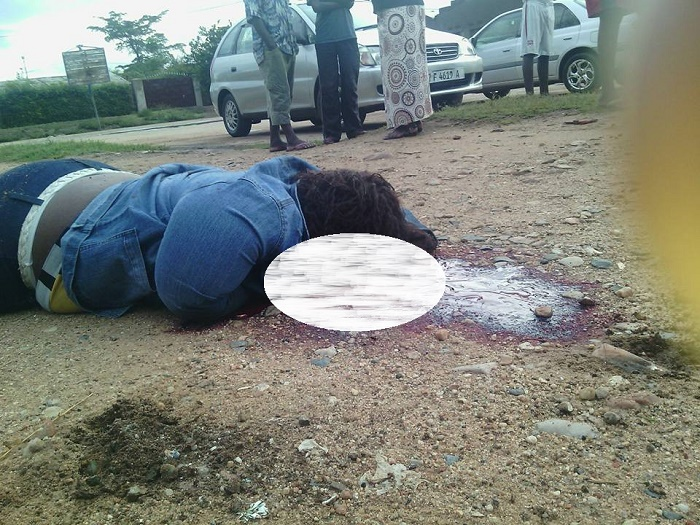 Le corps sans vie de Lynca Orly Kabanga
