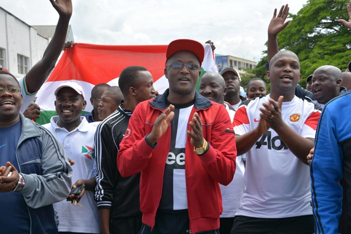 Gaston Sindimwo, 1er vice-président de la République à la tête de la marche pour la paix.