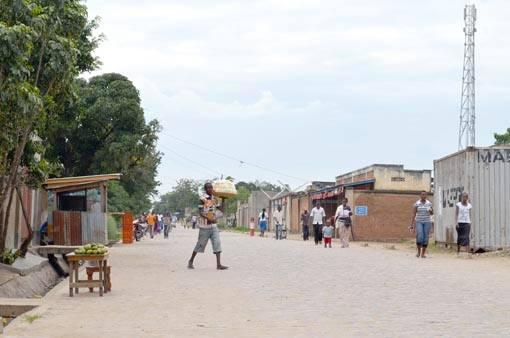 Pavé de démarcation Kamenge -Cibitoke, poste de surveillance des jeunes de Kamenge