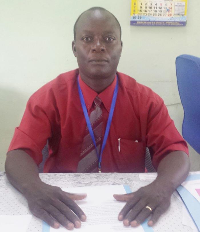 Paul Hakizimana, directeur des services académiques, compare le baptême universitaire à la traite des esclaves.