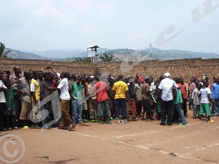 Des fois,les détenus manifestent leur mécontentement quand un des leur meurt en prison. Ici, grogne à Mpimba.