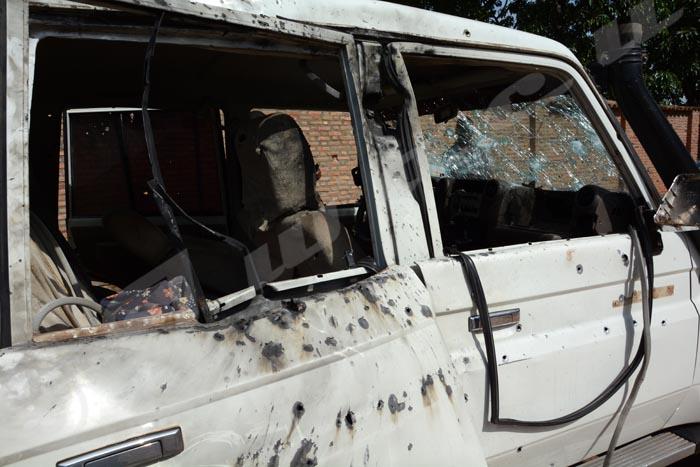 Le véhicule du général Athanase Kararuza criblé de balles juste après son assassinat.