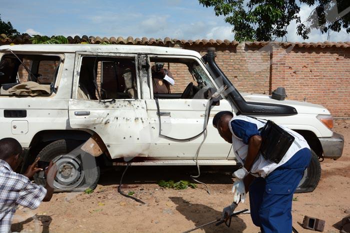 Le véhicule du Général Kararuza criblé de balles