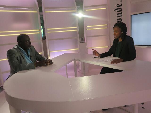 Antoine Kaburahe, interviewé par la journaliste Coumba Kane