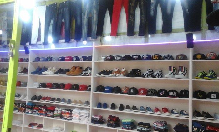 Article divers : pour avoir les dollars, les importateurs des articles d'habillements et des chaussures s'approvisionnent au marché parallèle