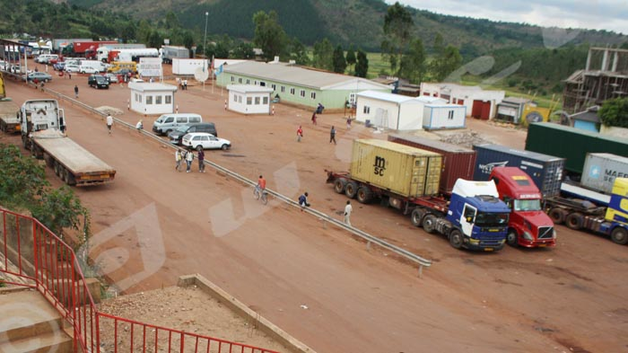 Le poste frontalier de Kobero (frontière nord-est avec la Tanzanie) où passe l'essentiel des importations (900 millions de dollars) et des exportations (180 millions de dollars), selon Parcem.