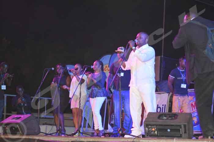 Kidum en concert live au terrain Tempête