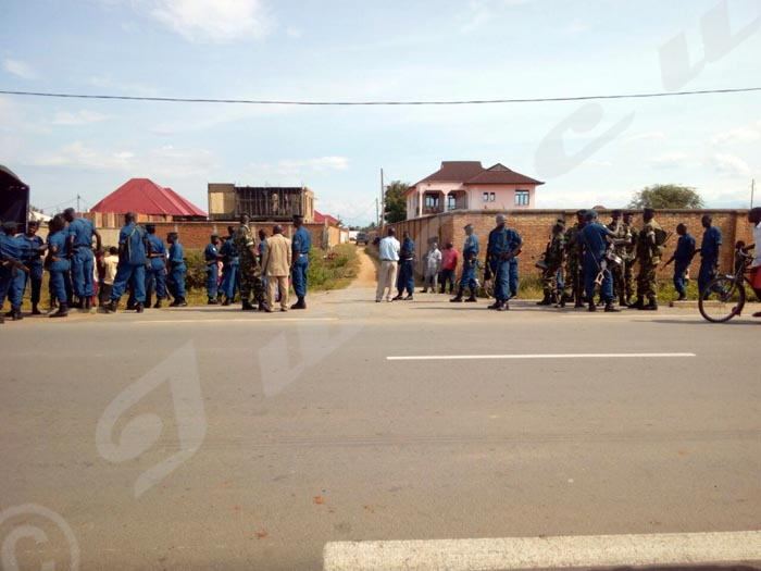 L'endroit où le véhicule de Willy Nyamitwe a essuyé des tirs.
