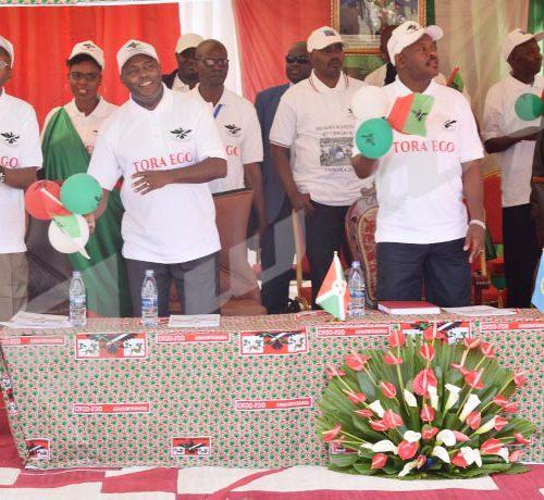Lancement de la campagne référendaire par le président Pierre Nkurunziza, 2ème à droite, et les ténors du Cndd-FDD  ©Hervé Mugisha/Iwacu