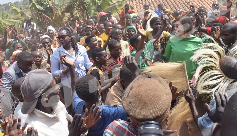 Muhanga : Plus de 1.000 Batwa bénéficient des pièces d'identité
