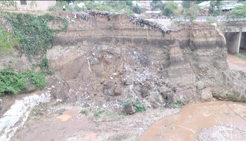 Des maisons  menacées par la rivière Kanyosha